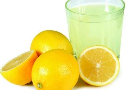 Zumo de limón como remedio natural para el dolor de muelas