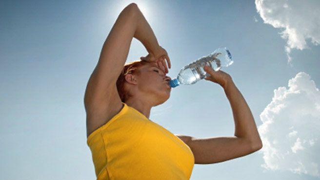Salud dental durante el verano mantenerse hidratado